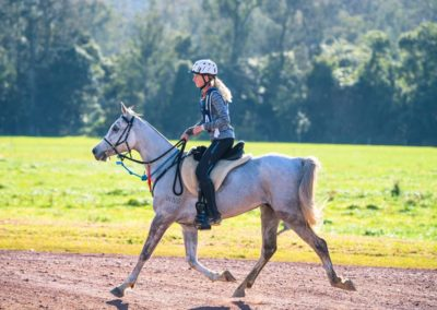 1st-CEI-120km-YOUTH-Essy-Mountford-riding-Longrun-Lightning-(credit-Sarah-Sullivan-Photography)-web